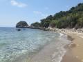 Descente vers la mer à flan de colline depuis Sinarades à Corfou
