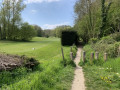 Entrée du chemin longeant le golf