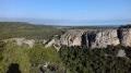 Grande grotte de la Crouzade vue du plateau du Castella
