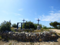 Le site des Trois Croix par la Chapelle Notre-Dame-de-Bellevue