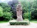 La Hêtraie et le monument de Rouge Mare