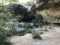 Vue d'ensemble de la grotte-cascade